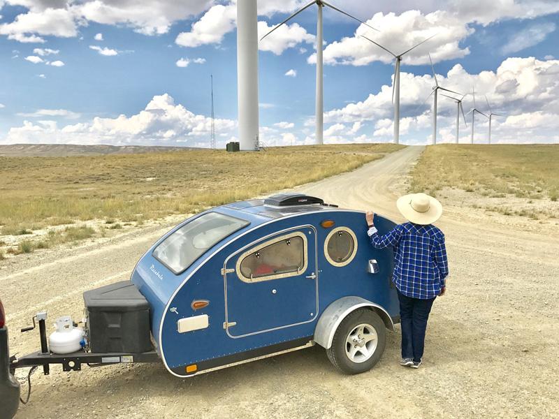 Xe kéo cắm trại hình giọt nước Vistabule phù hợp cho các chuyến dã ngoại