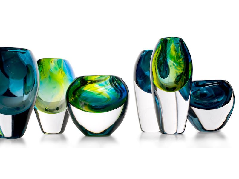 Nghệ sĩ Sini Majuri và khối thủy tinh chứa bao diệu kỳ