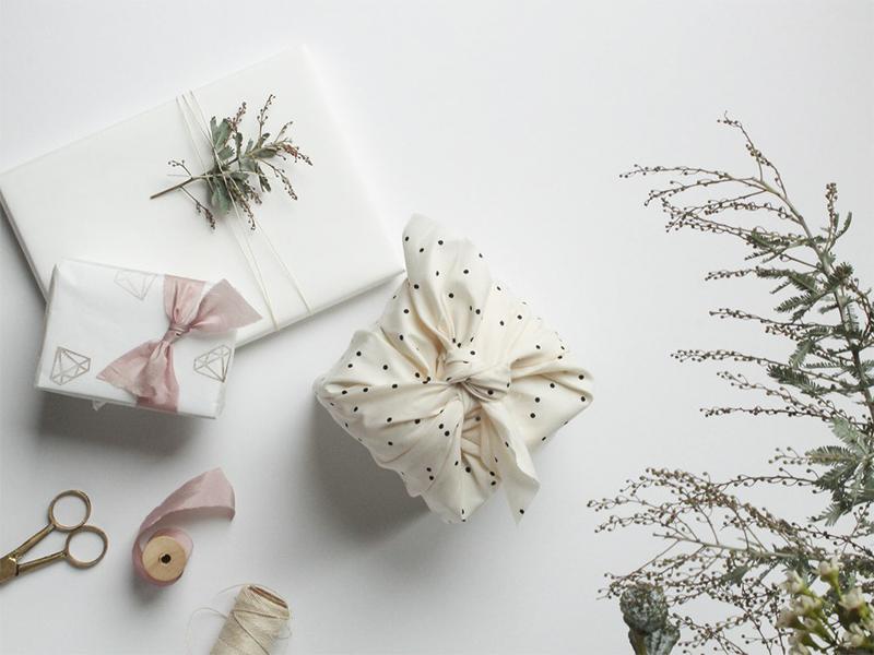 Furoshiki - Kỹ thuật gói quà không cần giấy bạn nên thử trong mùa lễ hội này
