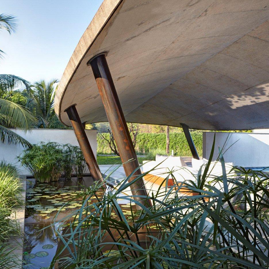 nhà bên hồ nước hình 9
