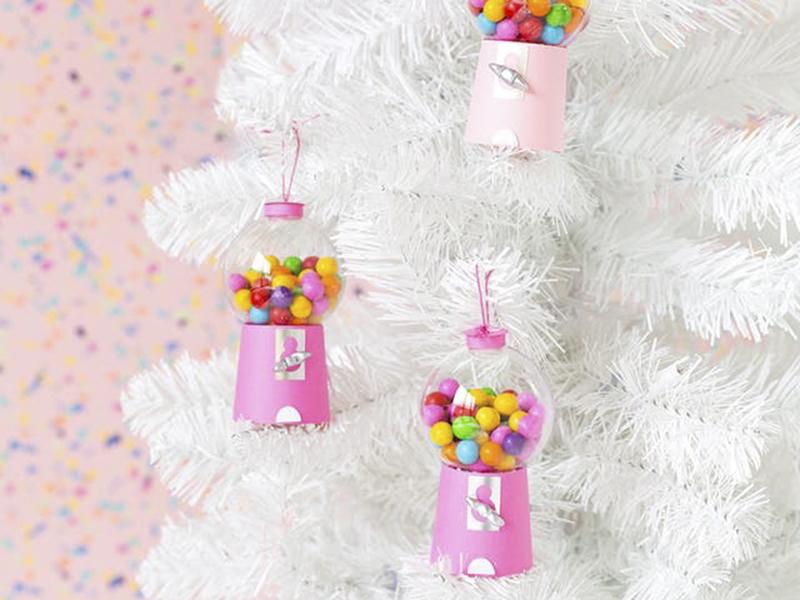 Tự trang trí cây thông Giáng sinh bằng những phụ kiện độc đáo