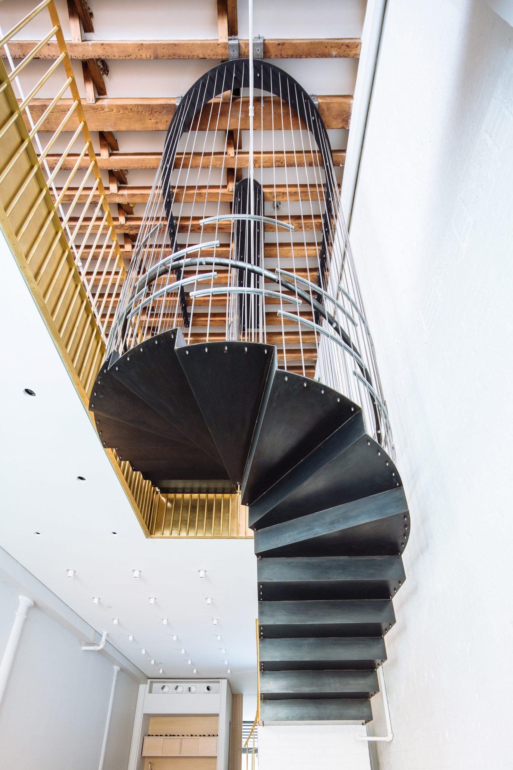 chiếc cầu thang 4