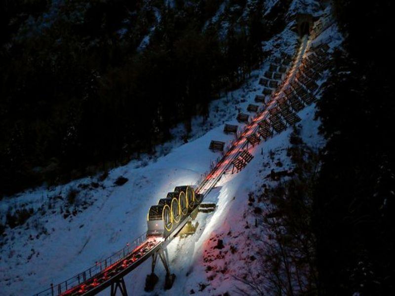 Khánh thành đường tàu leo núi dốc nhất thế giới ở Thuỵ Sĩ