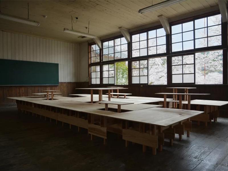 Hệ thống bàn học đa năng và bền vững tại Nhật Bản