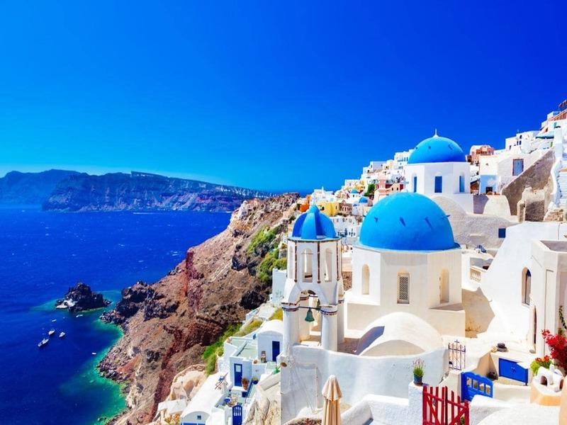Kiến trúc Santorini- phong cách Cycladic độc đáo với sự hoà quyện của tường trắng, mái vòm xanh