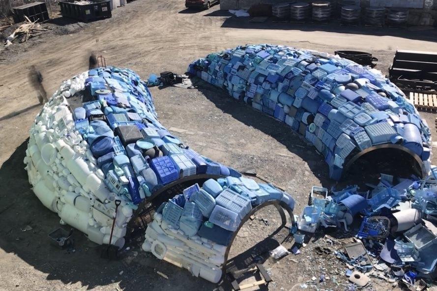 tượng cá voi nhựa Bruges Whale- STUDIOKCA