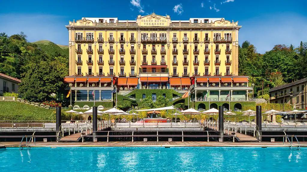 khách sạn ven hồ 7
