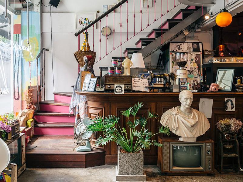 Nhà hàng Sundays - Nét tưng bừng kỳ lạ giữa lòng Bangkok