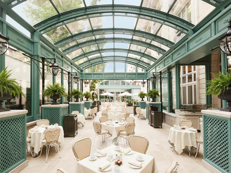 9 khách sạn Paris làm say đắm lòng người