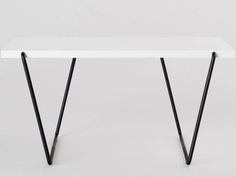 Bàn tối giản Rail Desk 01 - thiết kế mang vẻ đẹp trẻ trung và thiết thực của NTK Phan Thao Đang