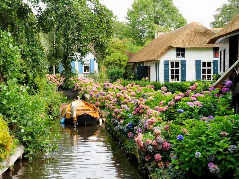 Làng Giethoorn - ngôi làng cổ tích trên dòng kênh xanh ở Hà Lan