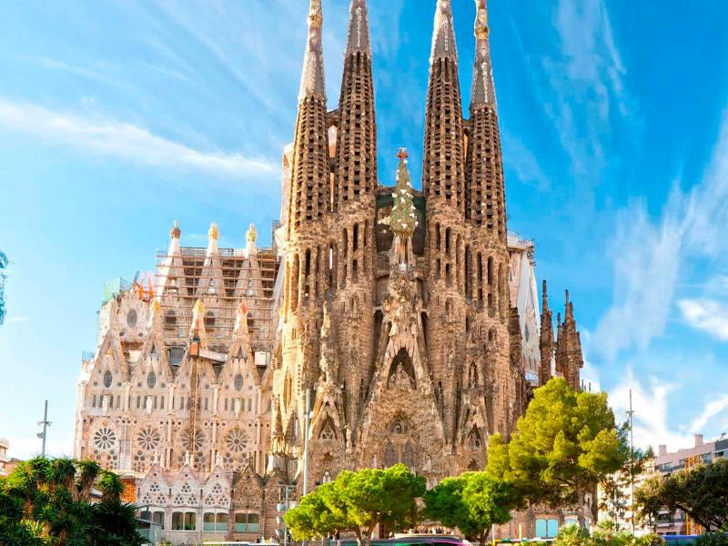 Nhà thờ Sagrada Familia của Gaudí nhận giấy phép xây dựng sau 136 năm khởi công