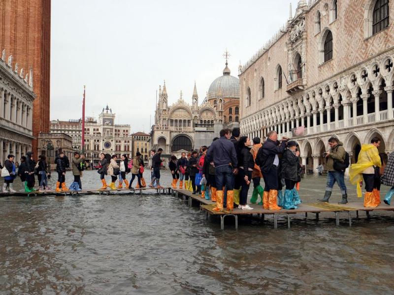 Chùm ảnh Venice ngập sâu trong biển nước giữa trận lụt lịch sử