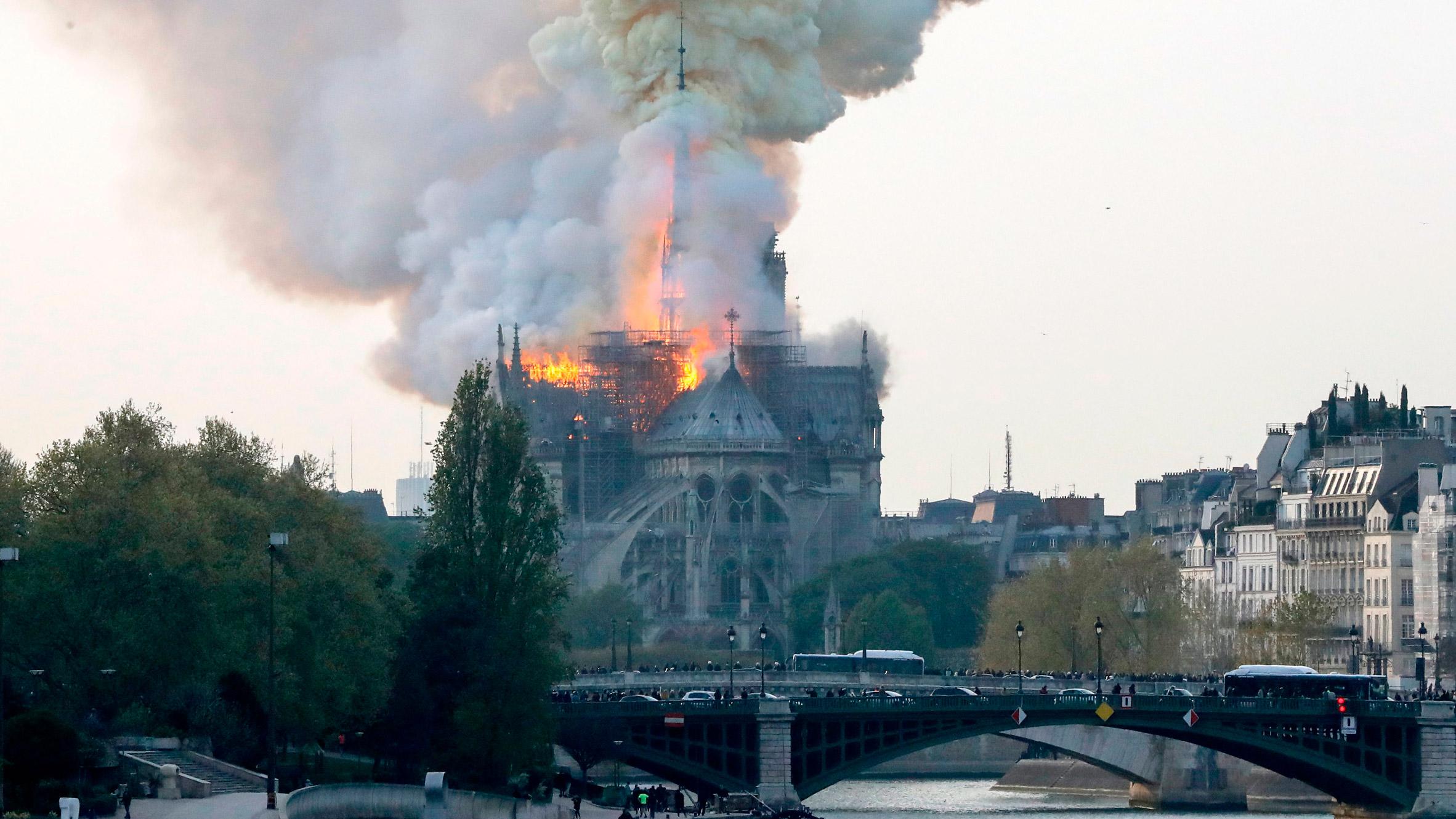nhà thờ Notre-Dame 5