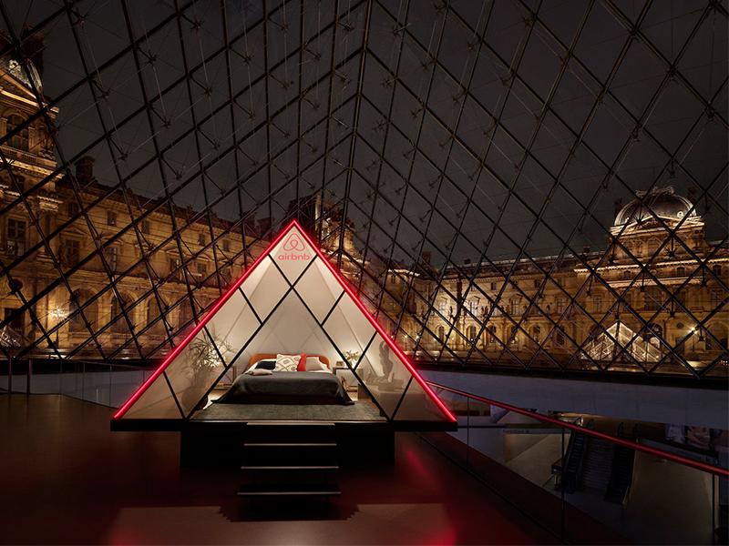 Đêm thơ mộng dưới Bảo tàng Louvre