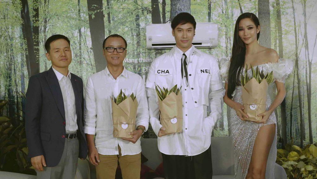 Từ trái qua phải: Ông Dustin Lee – Giám đốc ngành hàng điều hòa của LG Việt Nam, KTS Phạm Thanh Truyền, NTK Lý Quí Khánh, Á hậu Hoàng Thùy.