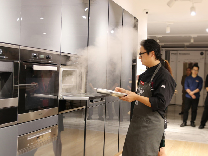 Luke Nguyễn hợp tác cùng Rita Võ mang đến cho khách hàng trải nghiệm độc đáo với thiết bị bếp hàng đầu thế giới Miele