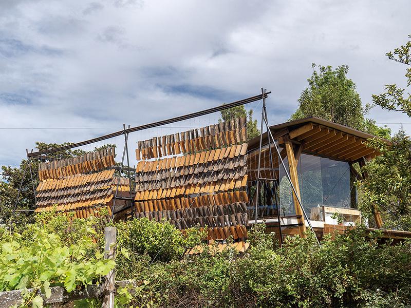 Ngôi nhà của những viên gạch bay