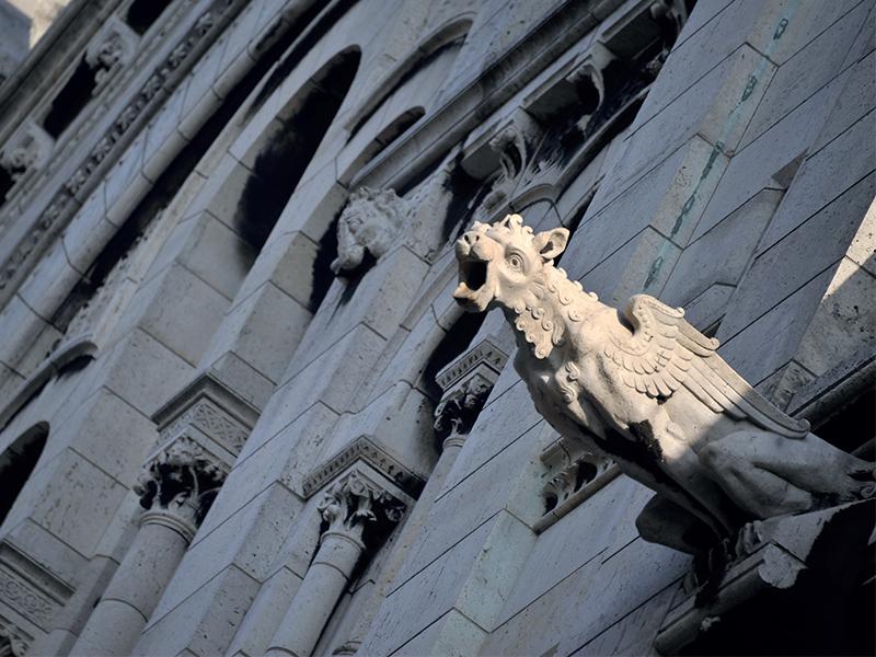 Linh thú trên kiến trúc giáo đường
