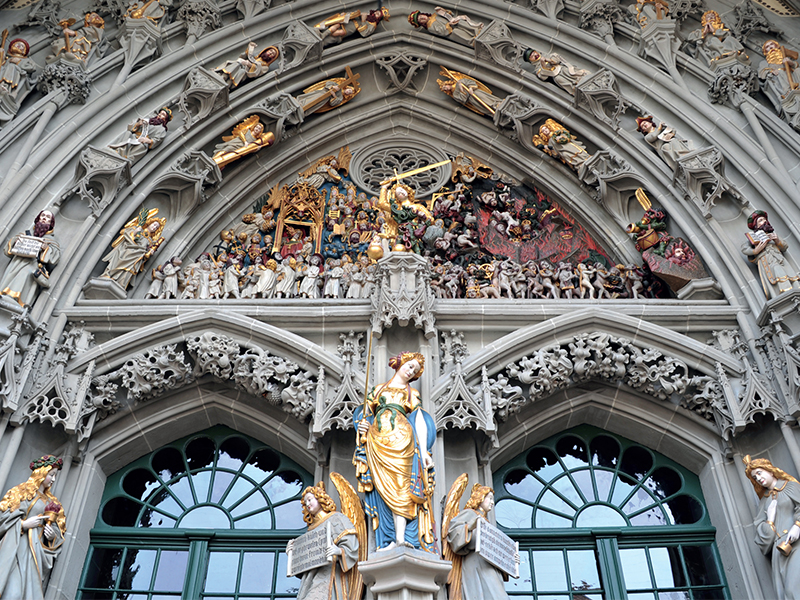 Ngưỡng vọng trước kiến trúc niềm tin