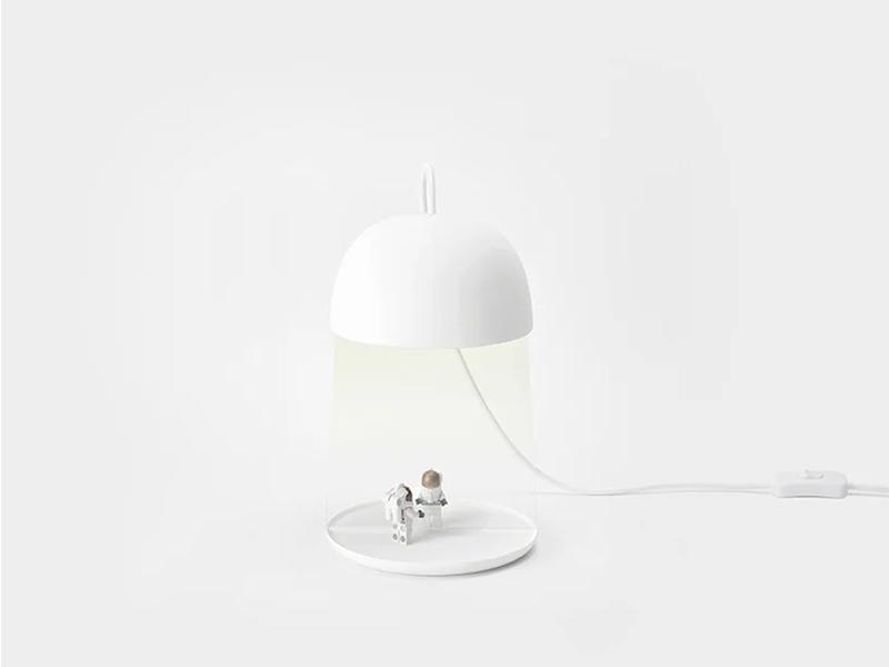 Floating Lampshade - Ảo giác lửng lơ