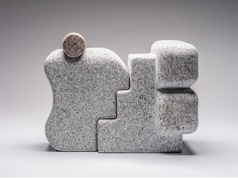Howard - Những dòng chảy điêu khắc từ đá granite