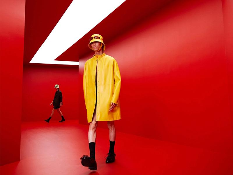 Red Tunnel by AMO - Sàn diễn độc đáo của Prada