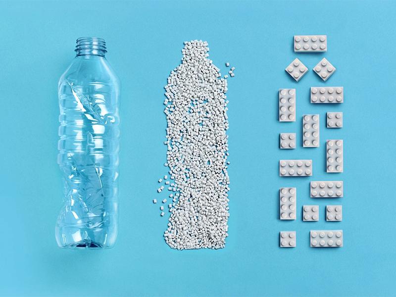 Đồ chơi Lego tái chế từ chai nhựa